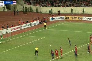 Clip: Quang Hải 'nhắc bài' giúp Văn Lâm cản phá penalty trước Thái Lan