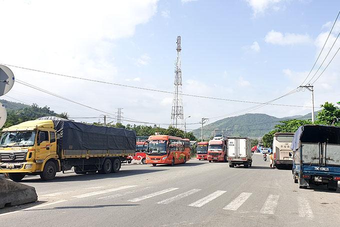 Quốc lộ 1 đoạn qua xã Vĩnh Phương: Cần sớm làm đường gom
