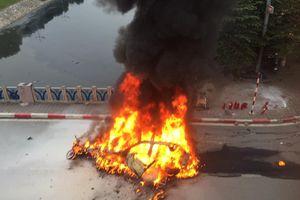 Hiện trường ô tô hạng sang Mercedes GLC 300 cháy rụi, một người tử vong