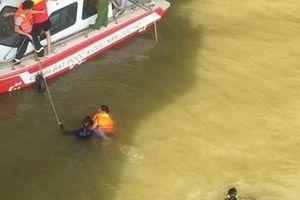 Nam công nhân lao mình xuống sông Hương tự vẫn