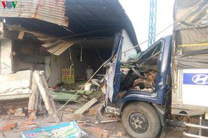 Đang dọn quán chuẩn bị bán hàng, bất ngờ bị xe tải tông tử vong