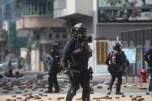 Cảnh sát Hồng Kông trang bị vũ khí sát thương khi trấn áp người biểu tình