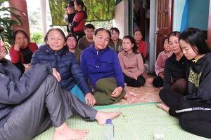 Thăm hỏi, động viên các gia đình có người thân bị nạn tại Hàn Quốc