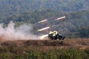 Pháo phản lực BM-21 Trung đoàn 141 khai hỏa đánh địch đổ bộ đường không