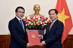 Bộ Ngoại giao trao quyết định bổ nhiệm Tổng Biên tập Báo Thế giới & Việt Nam