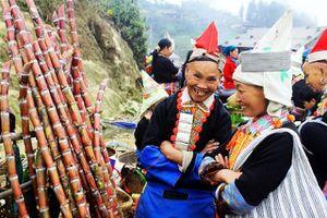Đi Chợ Sừng Ở Xứ Mười Hai Tầng Núi