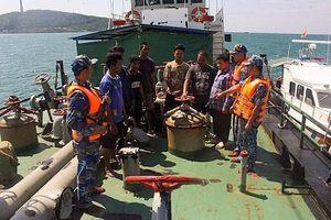 Cảnh sát biển bắt 3 tàu sang mạn dầu trái phép