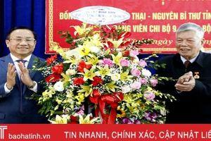 Nguyên Bí thư Tỉnh ủy Hà Tĩnh đón nhận Huy hiệu 70 năm tuổi Đảng