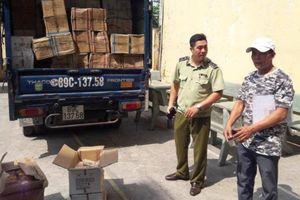CSGT An Lạc bắt gần 1 tấn bánh Trung Quốc nghi nhập lậu