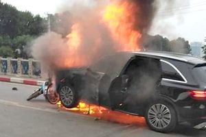 Vụ nữ tài xế xe Mercedes gây tai nạn tại cầu Hòa Mục: Giày cao gót không phải thủ phạm