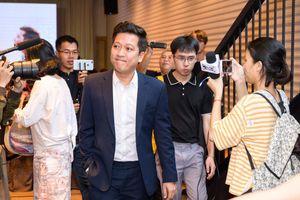 Sao Việt ngày 21/11: Hoàng Thùy đáp trả nghi vấn nâng ngực: 'Ai nghi ngờ về nhà tôi, tôi cho sờ thử'