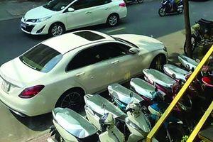 Mercedes nghi lỗi 'cá vàng' máy gầm rú bần bật, chủ xe kêu cứu