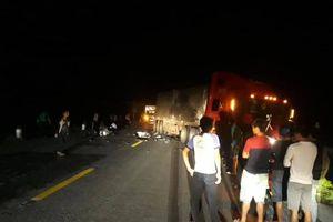 Đối đầu với xe container, 2 thanh niên tử vong thương tâm