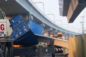 Phát hiện nhiều sai sót ở cầu bộ hành bị xe container kéo sập dầm