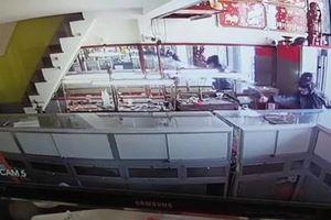 Đã bắt được 2 nghi phạm nổ súng cướp tiệm vàng ở TP Hồ Chí Minh