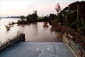 Sạt lở đường dẫn lên cầu Chắc Rè, thiệt hại gần 4 tỷ đồng