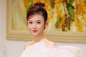 Hot girl Việt tai tiếng, khoe thân có cửa nào tấn công showbiz?