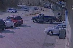 Xe cảnh sát mất lái, lao vào ôtô của người dân