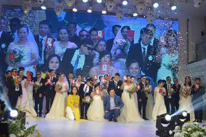 Xúc động đám cưới tập thể cho người khiếm thị