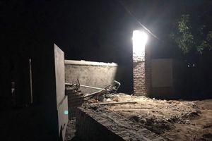 Quảng Ninh: Mái cổng đổ sập khi đang thi công, 2 người tử vong
