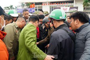 Khởi tố 3 bị can làm gần 1.000 vé giả xem trận Việt Nam – Thái Lan