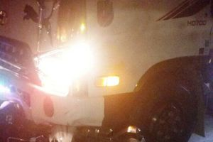 Xe máy kẹp 3 đâm xe tải trên đường Hồ Chí Minh, 3 người thương vong