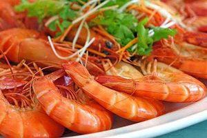 Sai lầm khi ăn tôm khiến món ăn bổ dưỡng trở thành 'độc dược'