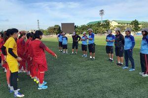 ĐT nữ Việt Nam làm quen sân Binan Football, sẵn sàng đấu Thái Lan