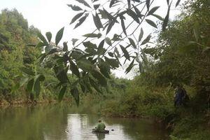 Phát hiện thi thể nam thanh niên nổi trên sông