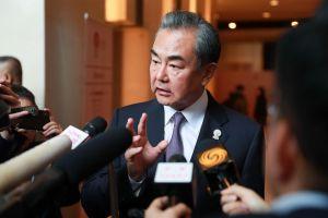 Ngoại trưởng Trung Quốc phát ngôn cứng rắn sau cú sốc bầu cử Hong Kong