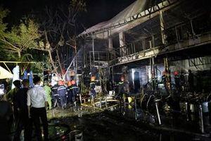 Cháy nhà hàng Porsche 79 lúc nửa đêm, hàng chục người tháo chạy