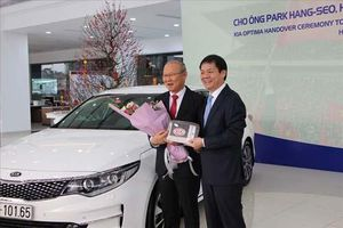 HLV Park Hang-seo được tặng bao nhiêu chiếc ô tô tại Việt Nam?