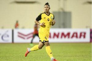 Cầu thủ giàu nhất thế giới của Brunei tự ý vào sân thi đấu mà không cần đến quyết định của HLV?