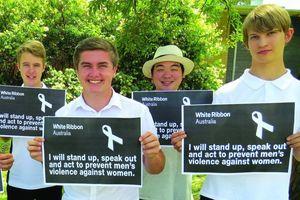 Ruy băng trắng gắn kết nam giới chống lại bạo lực gia đình