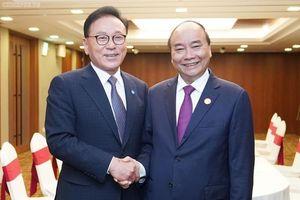 Thủ tướng Nguyễn Xuân Phúc gặp Tổng Lãnh sự danh dự Việt Nam tại Busan-Kyeongnam
