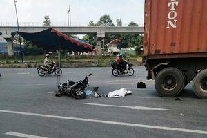 Sau va chạm xe container, bé gái 2 tuổi tử vong
