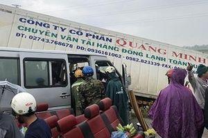 Chưa có kết luận chính thức nguyên nhân xe khách đấu đầu xe container