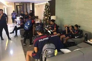 Cầu thủ nữ Philippines 'than trời' vì đợi phòng ở khách sạn