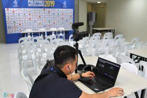 Phòng họp báo tạm bợ được thay trước trận Thái Lan - Indonesia