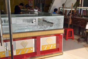Vụ cướp tiệm vàng ở Hóc Môn: Hé lộ danh tính 3 nghi can