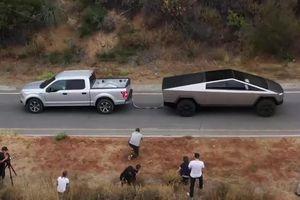 Xe bán tải chống đạn Tesla Cybertruck chạy bằng điện kéo Ford F150 trong 1 'nốt nhạc'