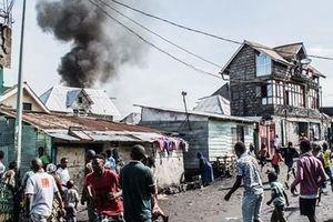 Máy bay đâm vào nhà dân, ít nhất 27 người thiệt mạng