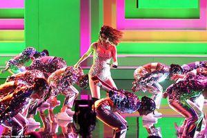 Selena Gomez 'lột xác' xinh đẹp, nóng bỏng trên sân khấu AMA 2019
