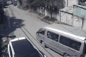 3 học sinh tiểu học văng khỏi xe đưa đón: Hiệu trưởng nói 'các em đùa giỡn vô tình đụng chốt khiến cửa bung'