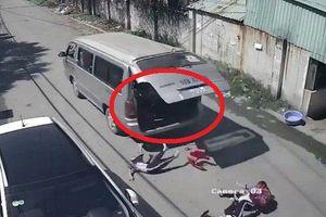 3 học sinh tiểu học văng khỏi ô tô: 'Ngồi ghế đệm có dựa lưng, cửa có bung cũng không bao giờ rớt xuống'