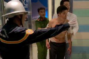 Cảnh sát cứu người đàn ông đu bám biển quảng cáo tầng 20