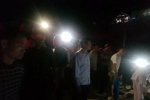 Xe chở đất đâm sập nhà dân, hai mẹ con tử nạn