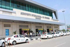 Cặp đôi người Việt bị bắt khi giấu hơn 1 triệu đô tiền mặt lên máy bay
