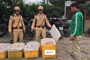 Kiểm tra vi phạm giao thông, CSGT Hà Nội phát hiện 200 kg nội tạng thối
