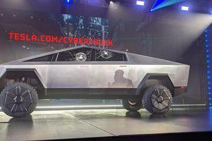 Phó chủ tịch Ford 'thách' Tesla thử lại vụ 'kéo co'